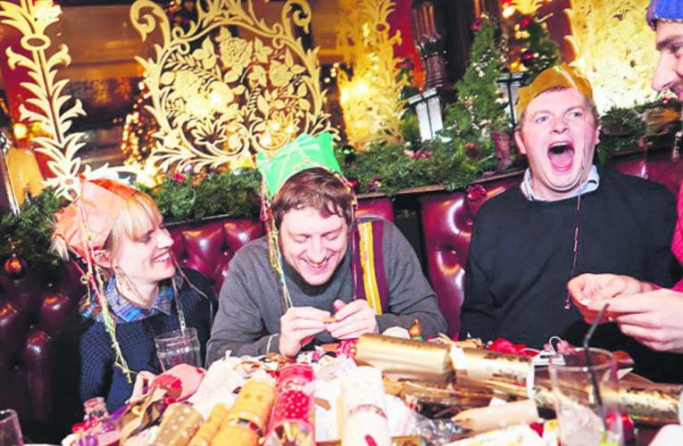 Uma das tradições de fim de ano tipicamente inglesa é o Christimas crackers