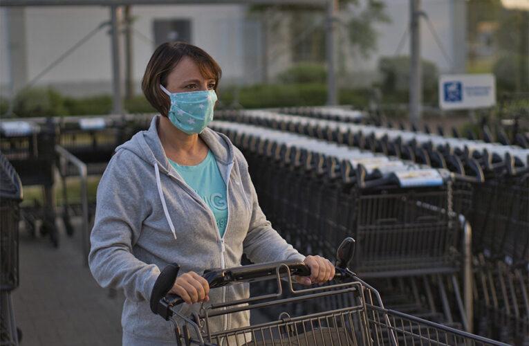 Vários supermercados fecham áreas de produtos não essenciais