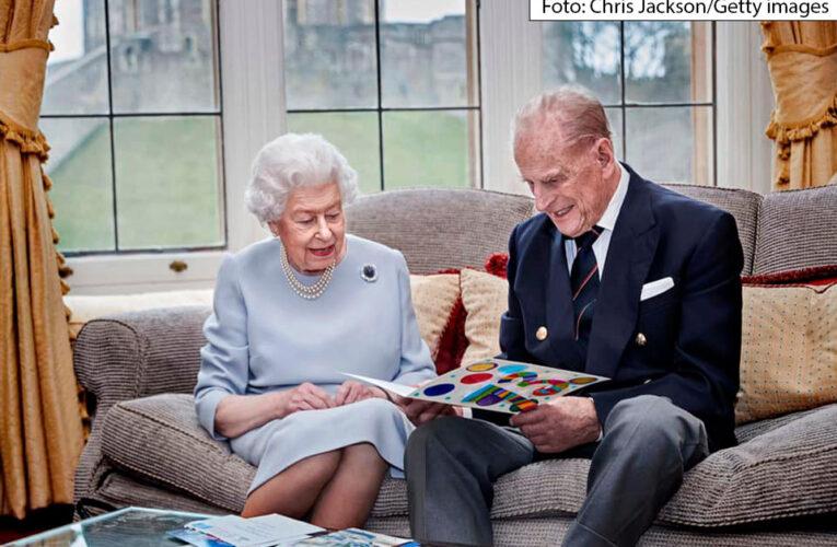 A rainha e o príncipe Philip comemoram o 73º aniversário de casamento com uma nova foto