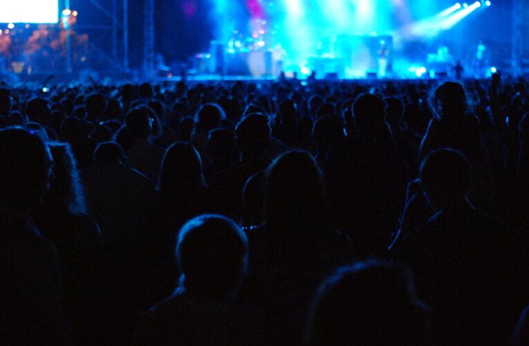 Polícia interrompe festa ilegal e multa o organizador em 10.000 libras