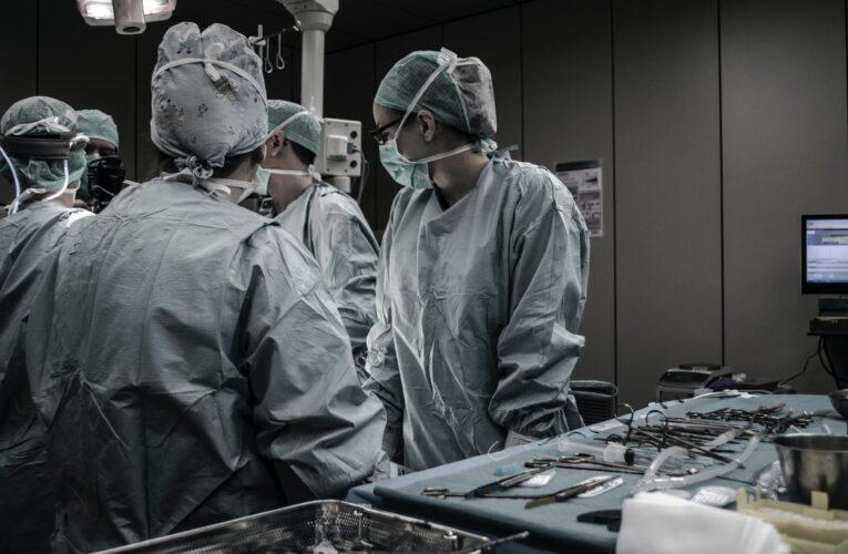 UK testa tratamento para reduzir gravidade hospitalar de Covid-19