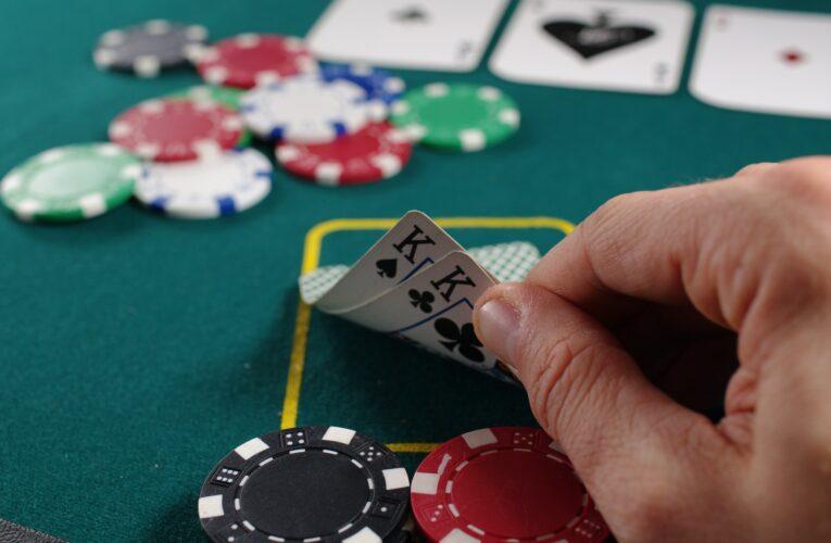 Polícia interrompe clube de póquer em Hackney, com 25 participantes