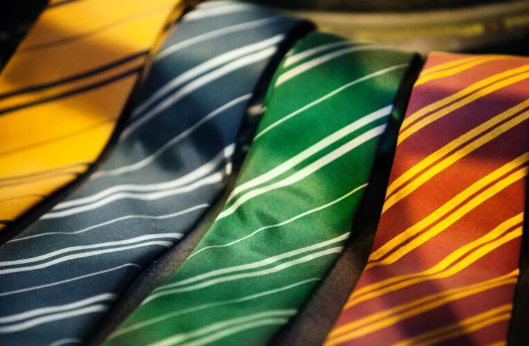 Parlamento britânico aprova lei para tornar custos dos uniformes escolares acessíveis a todos