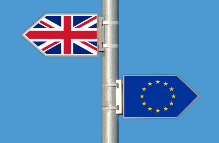 """Devido à variante Delta, o Reino Unido não está na """"lista branca"""" da UE"""