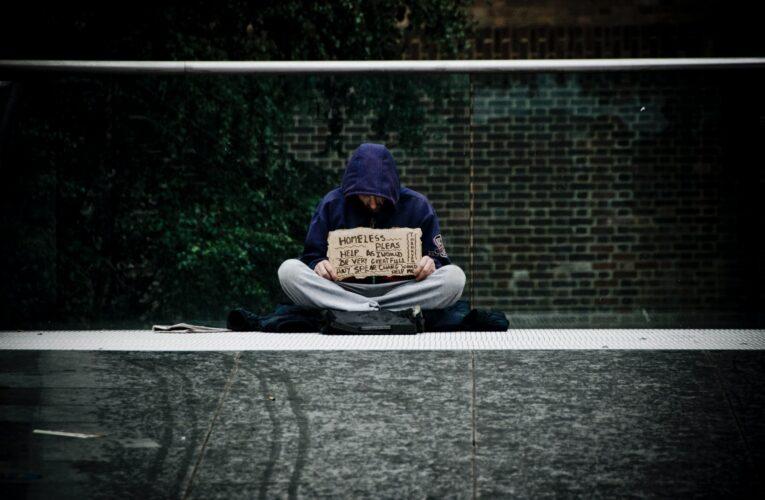 A pobreza em Londres vem vestida de sobretudo