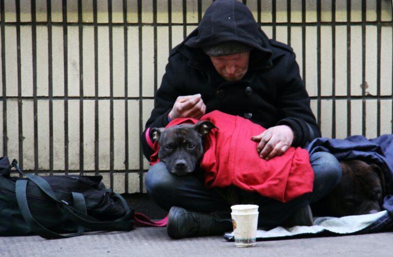 """Com programa de £ 16 mi, governo promete abrigar todos os """"homeless"""" da Inglaterra até 2024"""